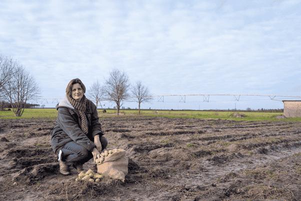 Adèle, productrice de légumes bio dans les Landes a financé sur MiiMOSA, avec le soutien de Blédina, une chambre froide et stocker ses semences biologiques